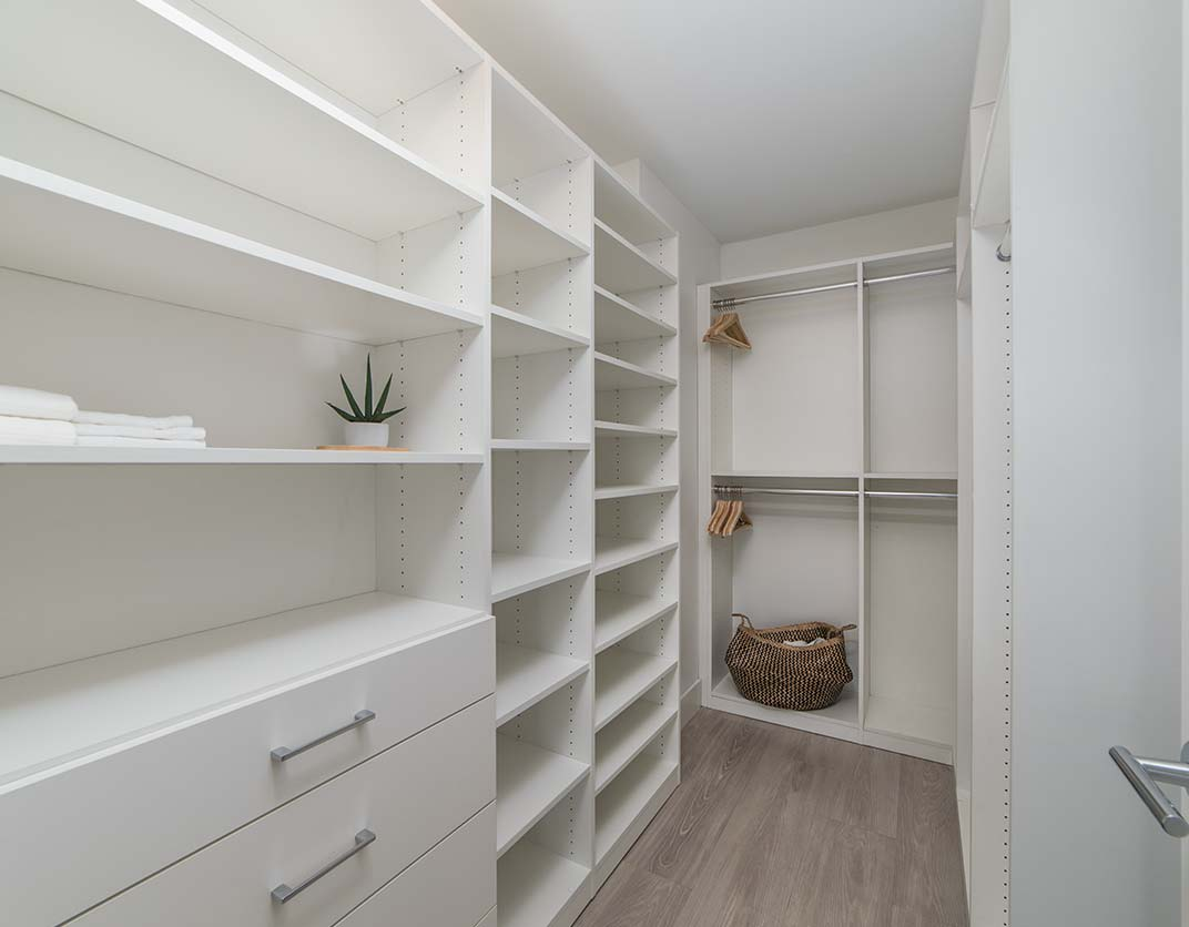 Bay Parc Apts in Miami - Walk-in Closet