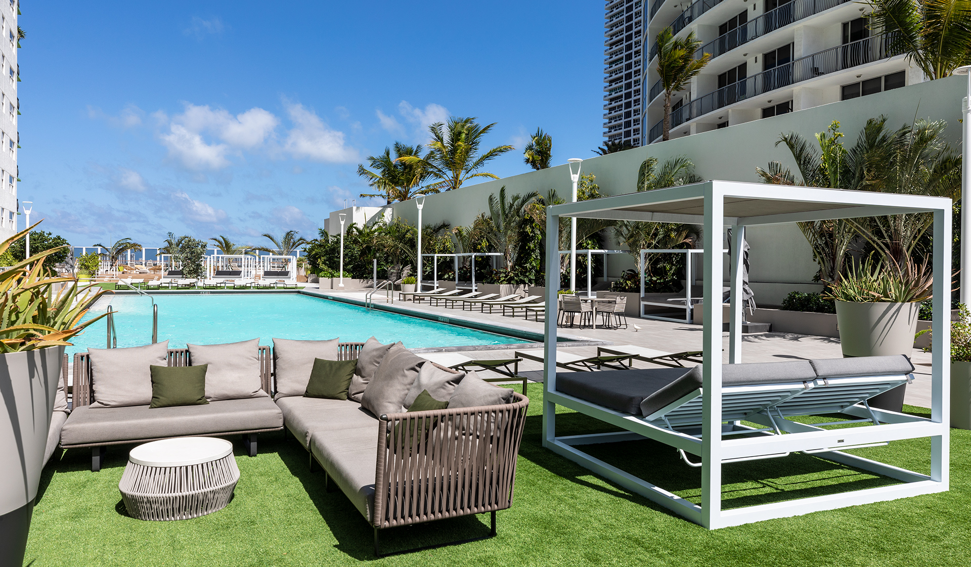 Bay Parc Apartments - Miami, FL - Patio and pool